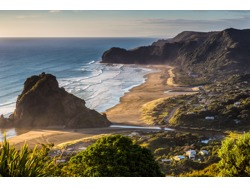 LIVE AND WORK AT PIHA BEACH